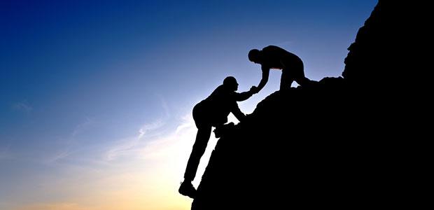 Teamwork-Climbing-Mountain
